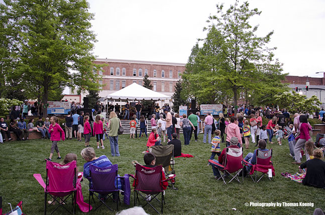You are browsing images from the article: Music on Main 2015